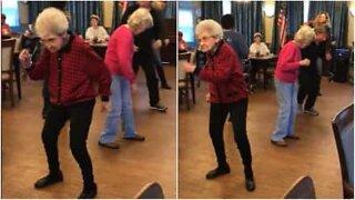 Cette femme prouve qu'il n'y a pas d'âge pour danser