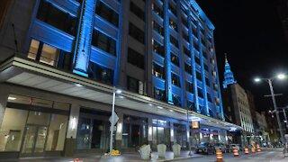 Cleveland landmarks light up teal for Alzheimer's awareness