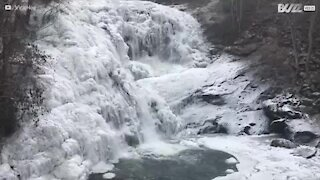 Impressionante cascata congela no Tennessee