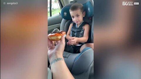 Terá este menino medo de donuts ou aranhas?