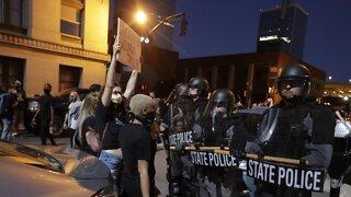 """One Dead in Louisville After Police """"Return Fire"""" on Demonstrators"""