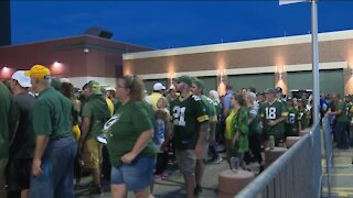 'It's ridiculous': Packers fans upset after waiting in long lines for nearly an hour outside Lambeau