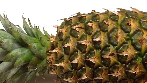 How to peel and cut a pineapple in one minute