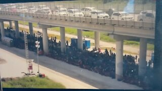Hundreds of Illegals Held By Border Patrol in Texas