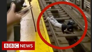 New York officer rescues fallen man from subway train - BBC News