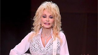 Dolly Parton Denies Reports That She's In A Lesbian Relationship