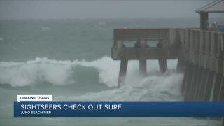 Juno Beach draws crowds despite closed pier