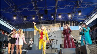 Dolly Parton Made A Surprise Appearance At The Newport Folk Festival