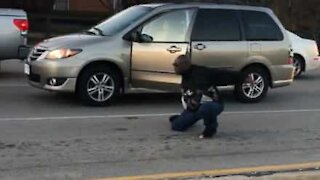 Driver exits vehicle to meditate during traffic stop