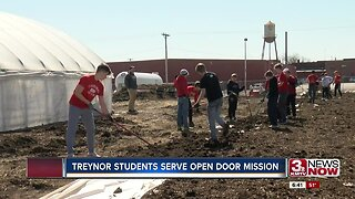 Treynor Students Serve Open Door Mission