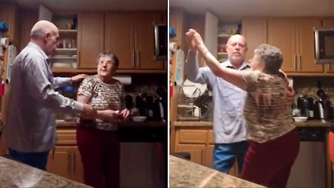 Man shares dance with his mom in this heartwarming clip