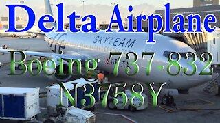 Delta Plane N3758Y. Boeing 737-832
