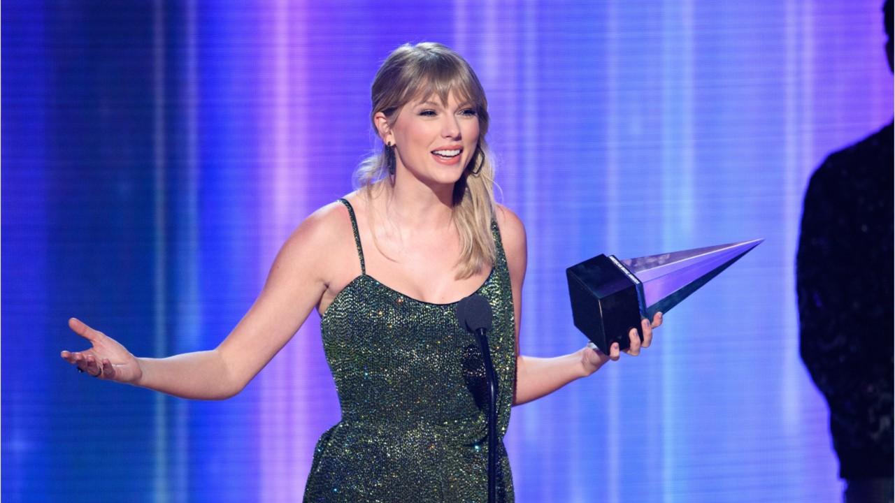Taylor Swift Makes American Music Award History