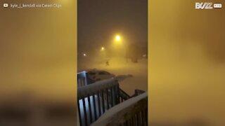 Une tempête de neige enterre des voitures à Terre-Neuve au Canada