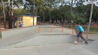 L'acrobazia con lo skateboard finisce male