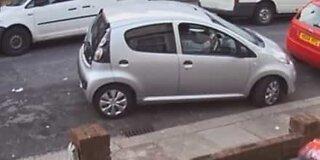 Denne kvinnen kunne ikke parkert om det stod om livet