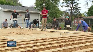 Police help Habitat for Humanity build a home