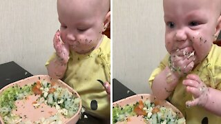 Baby makes adorably huge mess while eating dinner