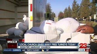 Church helps giveaway free turkeys