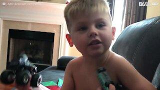 Questo adorabile bambino non riesce a dire camion!