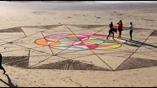 Un'opera d'arte sulla sabbia
