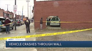 3 people hurt after car crashes into cell phone store in Cleveland