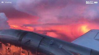 Forbløffende solnedgang fanget under en storm