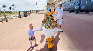 3-year-old's priceless reaction to Donald Duck on Disney's Private Island