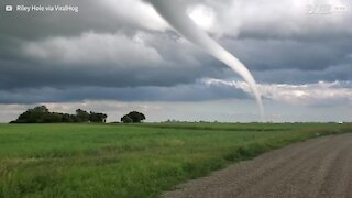 Scary tornado twists its way towards Canadian city