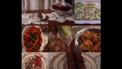 Old-Fashioned Dinner Menu: Washington Chowder, Canoe Salad, English Chicken Pie...and More
