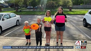 #WeSeeYouKSHB: Family surprises grandmother with special sign
