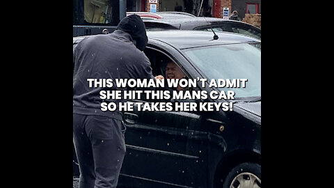 Woman Hits Man's Car And Refuse To Give Her Details!