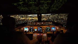 Incredible landing in New York City seen from the pilot's cabin