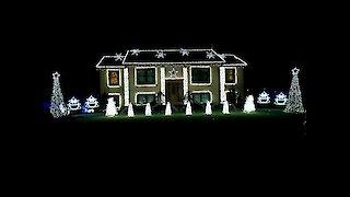 Home's light show set to 'Christmas Vacation'
