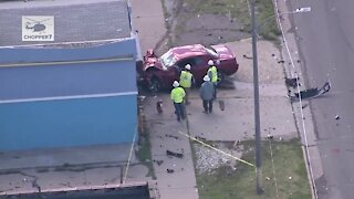 1 child dead, 2 others critically injured in crash in Detroit