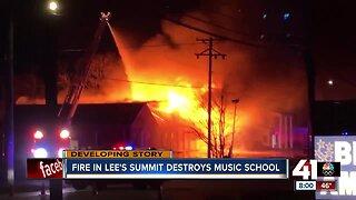 Fire destroys Lee's Summit School