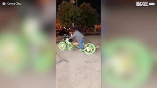 Sans-abri, il se fabrique un vélo du tonnerre