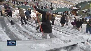 Lambeau Field requests shovelers Sunday morning before game