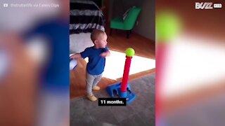 Menino adora jogar basebol desde bebé