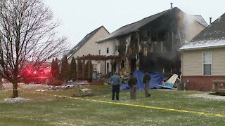 Sheriff: 3 killed when plane crashes into Michigan house