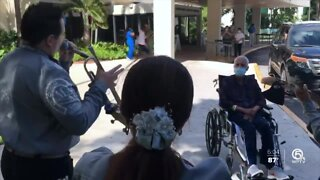 Doctor released from hospital after COVID-19 battle greeted by mariachi band