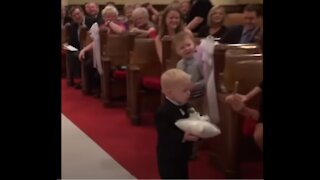 Children wear rings at wedding and fail! Very funny !!