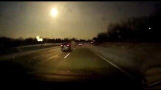 Meteorin lento kuvattiin autosta Michiganissa, Yhdysvalloissa