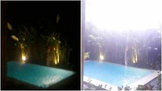 Lynet slår ned i et svømmebasseng på Bali