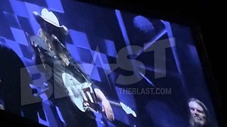 Chris Stapleton Making Baby #5 Announcement During MSG Concert!