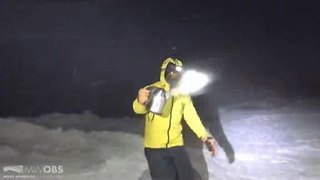 Throwing boiling water into freezing air