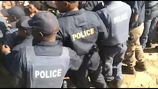 #TotalShutdown protesters clash with police, demand Ramaphosa (g6K)
