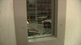 Aurora parents push for return to in-person classes