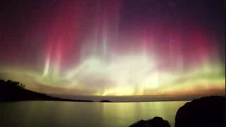Time-lapse capta a beleza de uma Aurora Boreal