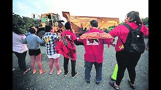 Residents rally against Kahuku wind farm